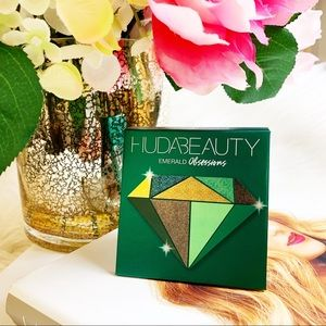 Huda Beauty Emerald Eyeshadow Palette